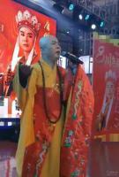 62岁最帅唐僧晚年凄凉,穿廉价袈裟落魄卖唱:如果有鞋穿,没人愿意光着脚