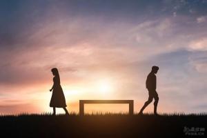 """""""30天冷静期后,我还是决定离婚"""":30岁之后,必须要扔掉这4样东西"""
